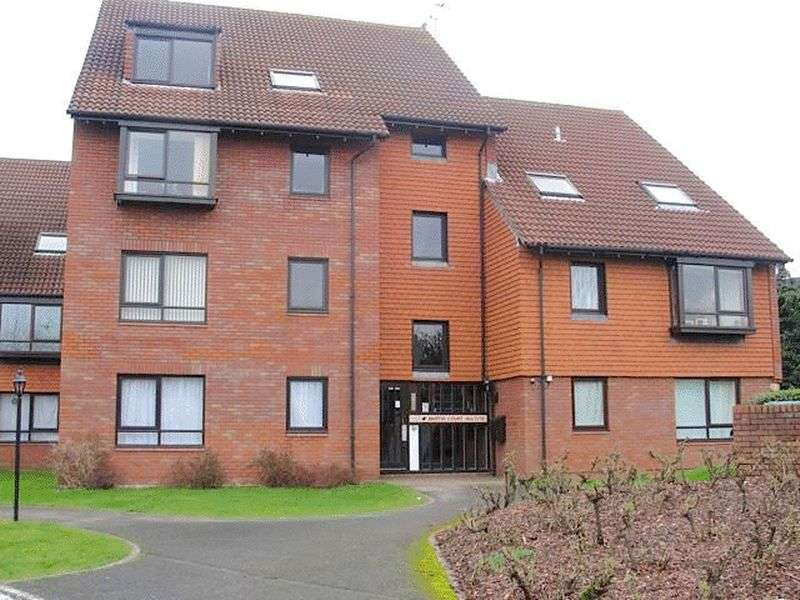 1 Bedroom Flat for sale in Martin Court, Marina Gardens, Fishponds, Bristol, BS16 3YH