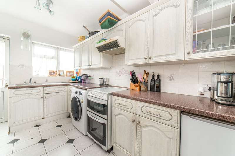 3 Bedrooms Terraced House for sale in Thurston Road, Slough, Berkshire, SL1