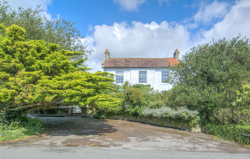 4 Bedrooms Detached House for sale in Crossbush Lane, Crossbush