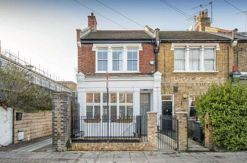 4 Bedrooms Semi Detached House for sale in Coborn Road, Bow, London E3