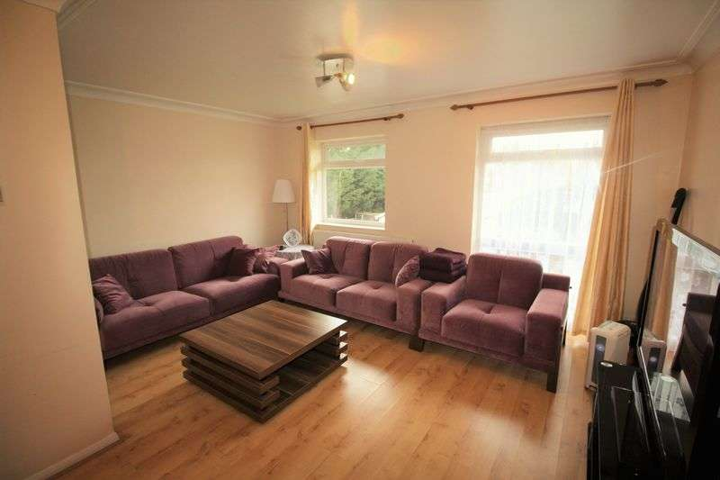 2 Bedrooms Flat for sale in Standard Road, Enfield