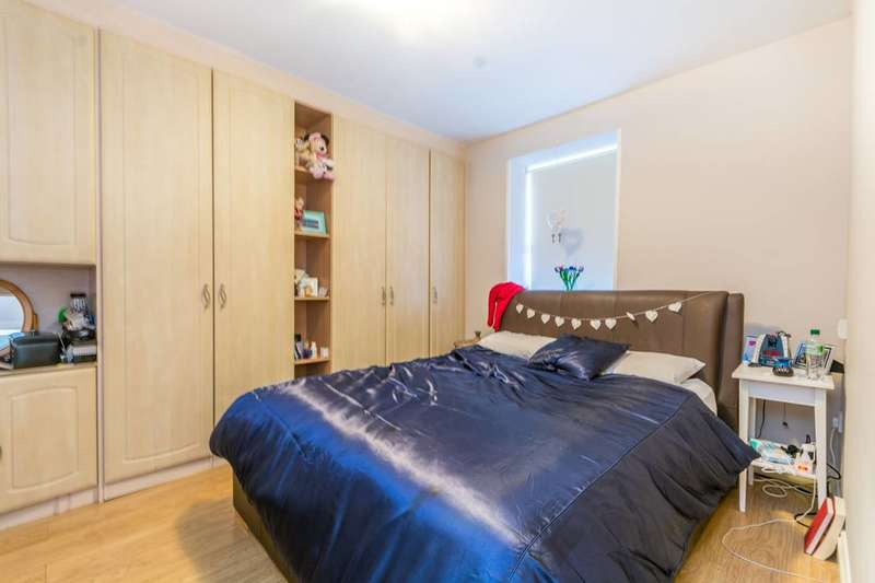 1 Bedroom Flat for sale in White Horse Road, Stepney, E1
