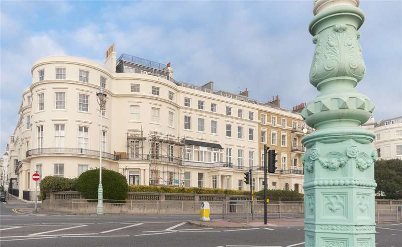 2 Bedrooms Flat for sale in Eastern Terrace, Brighton, East Sussex, BN2