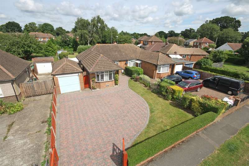 2 Bedrooms Semi Detached Bungalow for sale in Cheyne Walk, Horley, Surrey, RH6