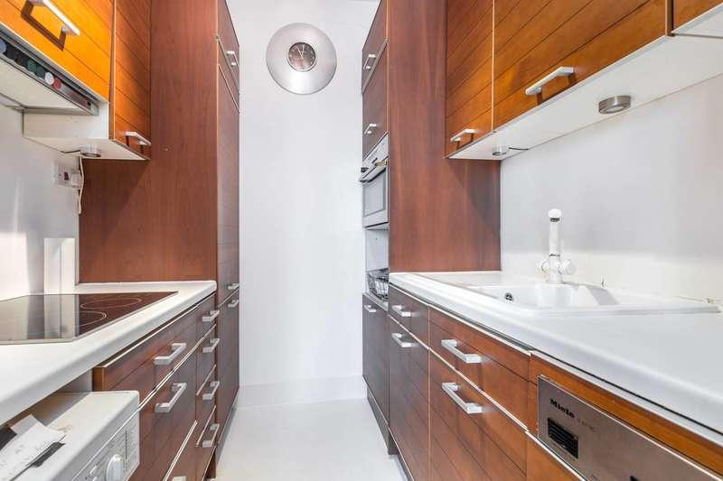 1 Bedroom Flat for sale in Palace Gardens Terrace, Kensington, W8