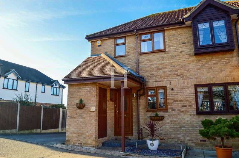2 Bedrooms Semi Detached House for sale in Robinia Close, Steeple View, Laindon, SS15