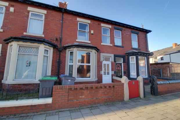 3 Bedrooms Terraced House for sale in Fenton Road, Blackpool, Lancashire, FY1 3RT