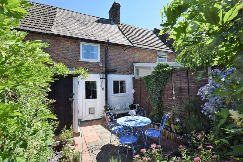 1 Bedroom Terraced House for sale in Village of Kensworth Outskirts