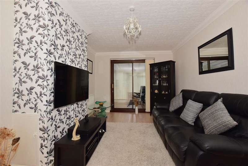 3 Bedrooms Semi Detached House for sale in Milsted Road, Twydall, Gillingham, Kent