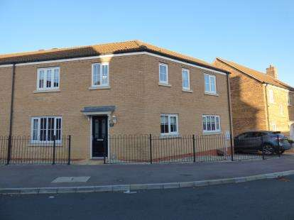 3 Bedrooms Semi Detached House for sale in Howards Way, Northampton, Northamptonshire, Northants