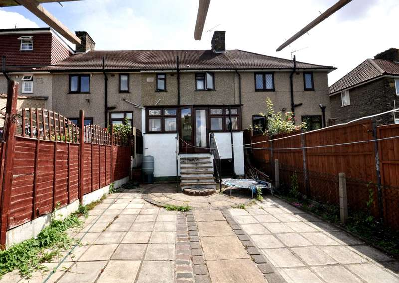 3 Bedrooms House for sale in Downing Road, Dagenham