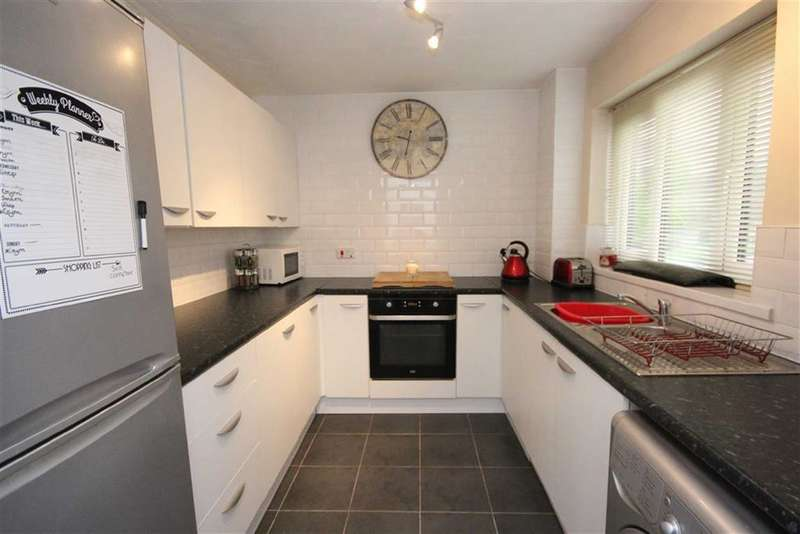 2 Bedrooms Property for sale in Toppers Close, Greenmeadow, Swindon