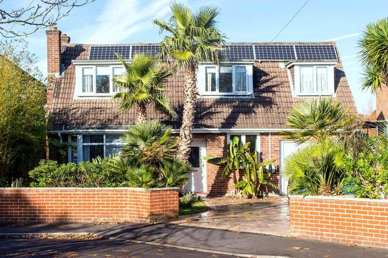 5 Bedrooms Detached House for sale in Rushington