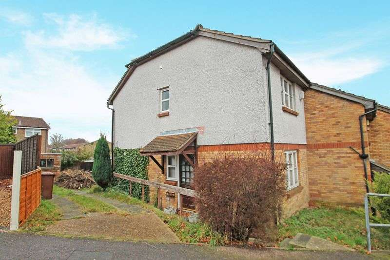3 Bedrooms Terraced House for sale in Freshwater Road, Chatham