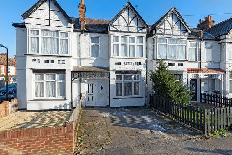 2 Bedrooms Flat for sale in Graham Avenue, Mitcham