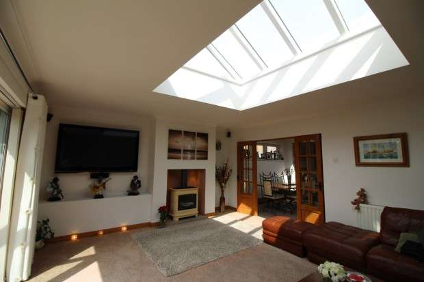 2 Bedrooms Bungalow for sale in Holmes Road, Thornton Cleveleys, FY5
