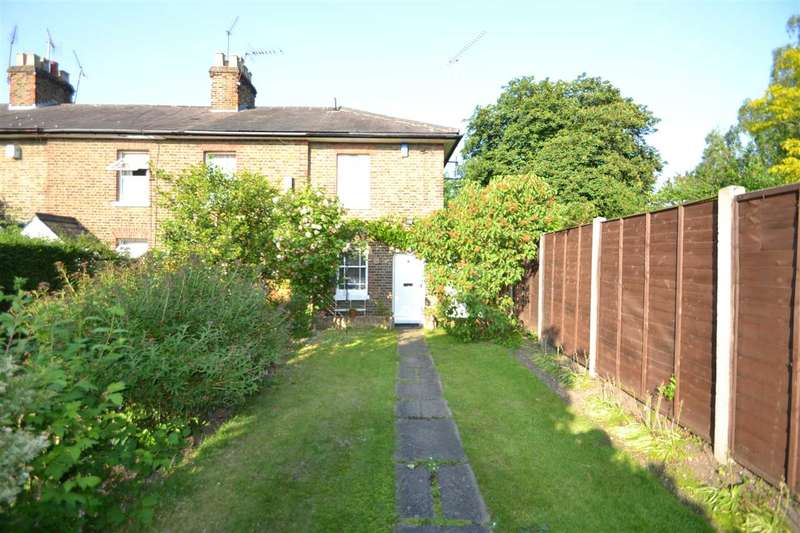 2 Bedrooms Cottage House for sale in Old Savills Cottages, The Chase, Chigwell