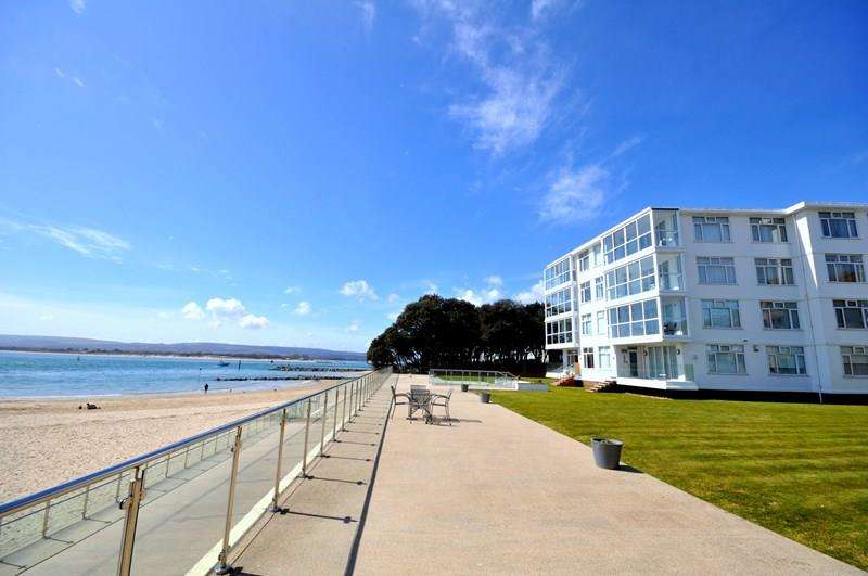 3 Bedrooms Apartment Flat for sale in Sandbanks, Poole BH13