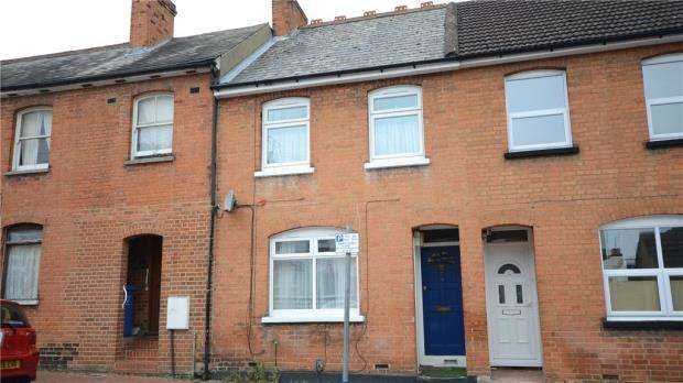 2 Bedrooms Terraced House for sale in Gordon Road, Aldershot, Hampshire