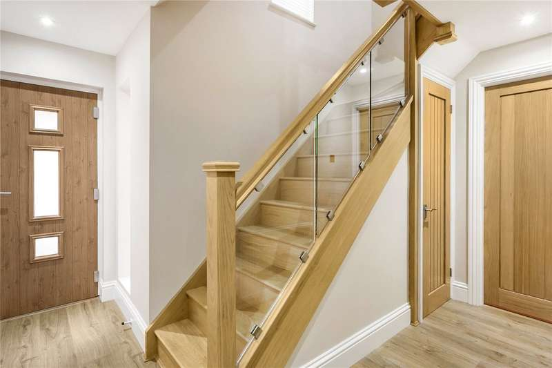 3 Bedrooms Detached House for sale in Bakers Way, Capel, Dorking, Surrey, RH5