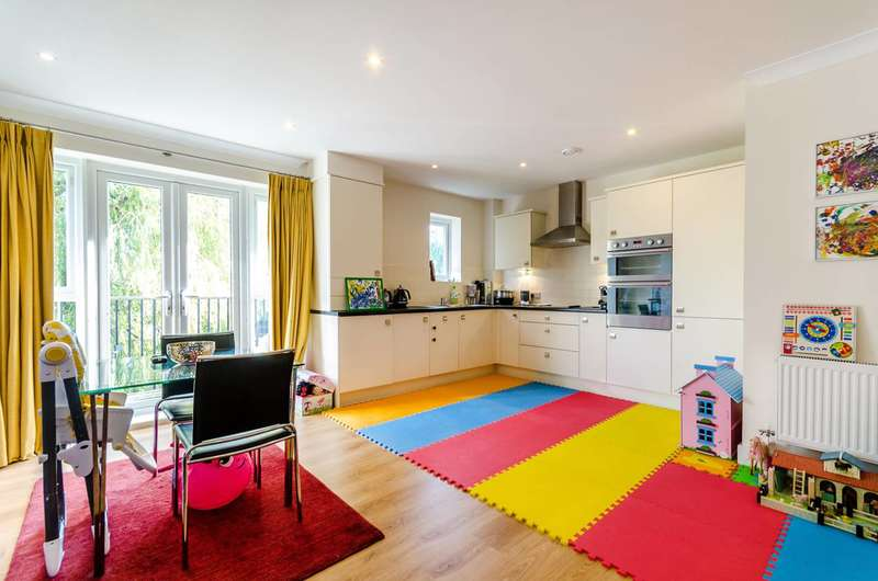 1 Bedroom Flat for sale in St Catherines Close, Raynes Park, SW20