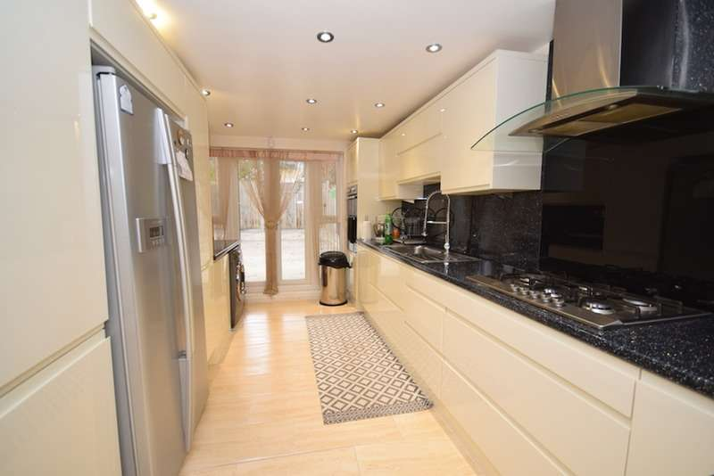 3 Bedrooms Terraced House for sale in Windsor Road, London, London, E10