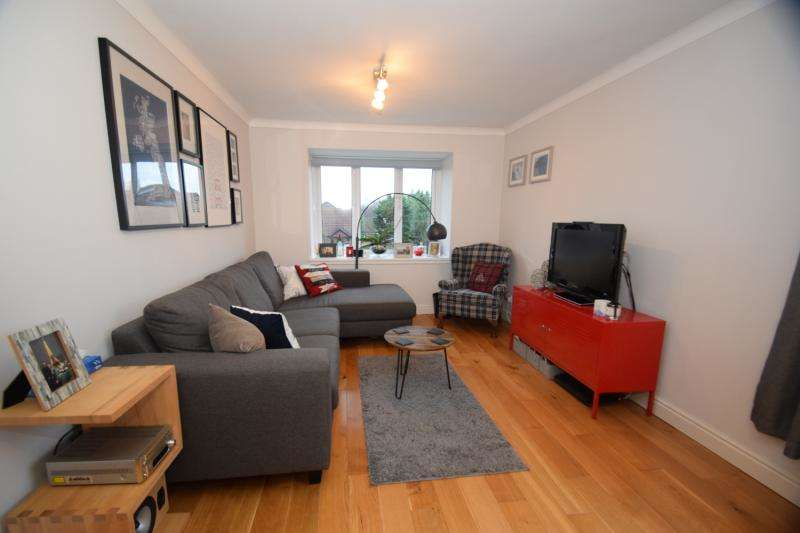 2 Bedrooms Flat for sale in Kipling Drive, London, SW19