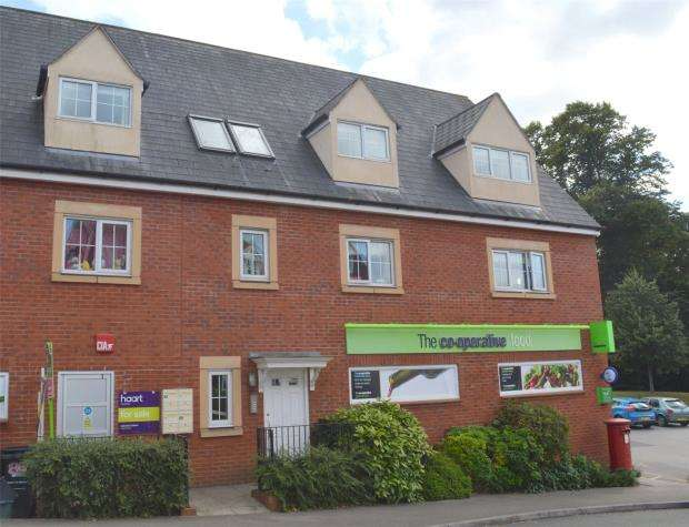 2 Bedrooms Flat for sale in Graham Way, Cotford St. Luke, Taunton, Somerset