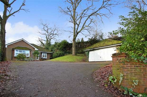 3 Bedrooms Detached Bungalow for sale in FARNHAM, Surrey