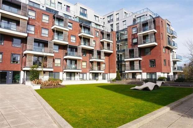 1 Bedroom Flat for sale in Brunel Court, 201 Green Lane, Edgware, HA8
