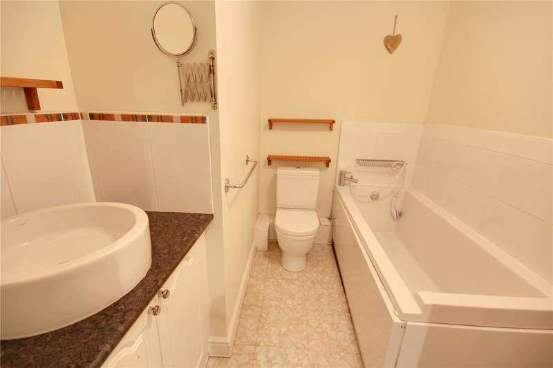 4 Bedrooms Terraced House for sale in Gray Place, Ottershaw, Surrey, KT16