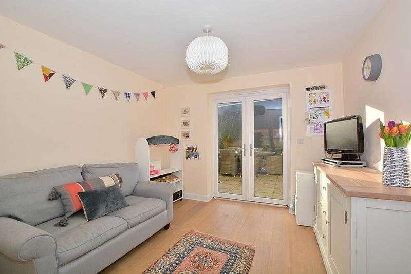 4 Bedrooms Detached House for sale in Pelling Way, Wickhurst Green, Broadbridge Heath, Horsham