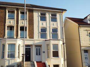 2 Bedrooms Flat for sale in Folkestone Road, Dover, Kent