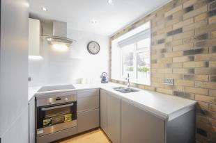 1 Bedroom Flat for sale in Roylon Court, Langley Road, Beckenham, .