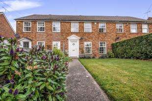 3 Bedrooms Terraced House for sale in Green Lane, Northgate, Crawley, West Sussex