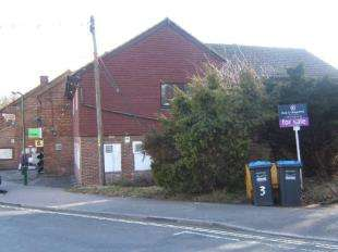1 Bedroom Flat for sale in Heath Court, Station Road, Crawley Down, West Sussex
