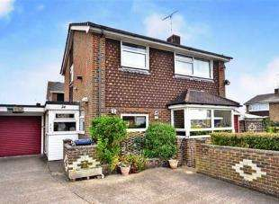 3 Bedrooms Detached House for sale in Boxgrove, Goring-By-Sea, Worthing, West Sussex