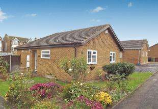 2 Bedrooms Bungalow for sale in Hurst Lane, Grovehurst, Sittingbourne