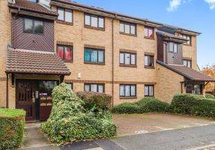 2 Bedrooms Flat for sale in Redgrave Close, Croydon