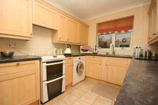 2 Bedrooms Bungalow for sale in Princess Drive, Seaford, East Sussex
