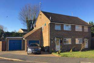 2 Bedrooms Semi Detached House for sale in Barn Close, Seaford, East Sussex
