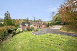 4 Bedrooms Detached House for sale in Tidebrook Place, Tidebrook, Wadhurst, East Sussex