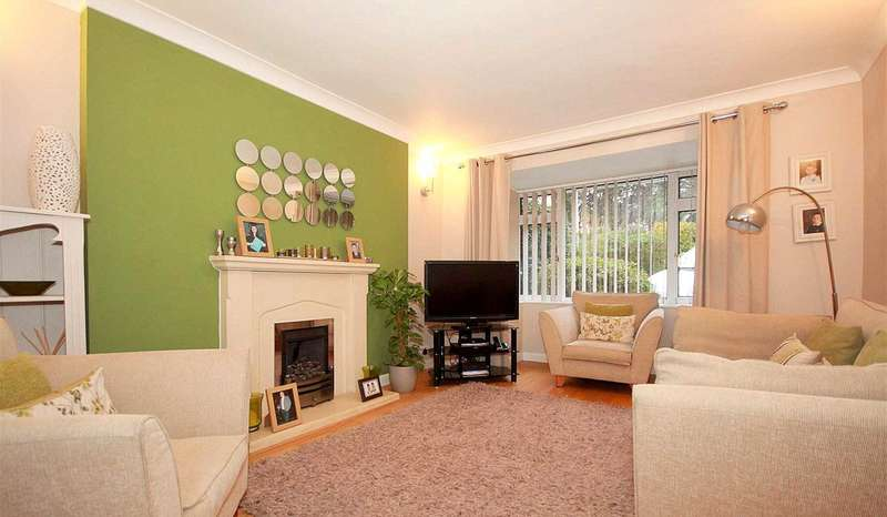 4 Bedrooms Semi Detached House for sale in 4 BEDROOM FAMILY HOME WITH GARAGE IN Heath Lane, BOXMOOR
