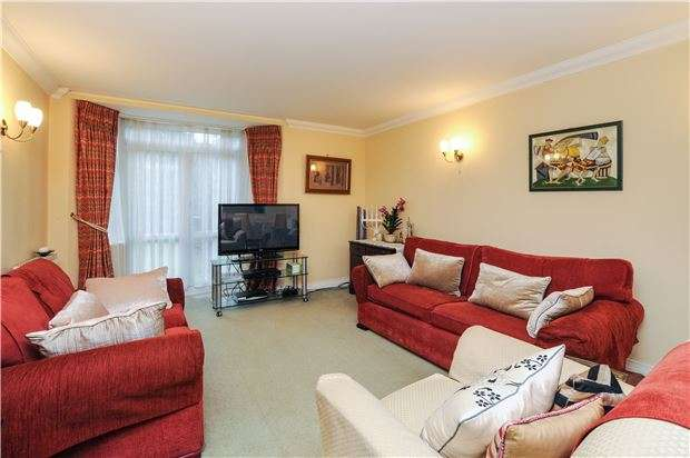 2 Bedrooms Flat for sale in Oakhurst Court, 4 Hayes Lane, KENLEY, Surrey, CR8 5GZ