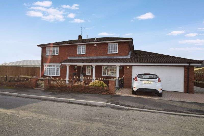 4 Bedrooms Detached House for sale in Hanfield Park, Cwmbran