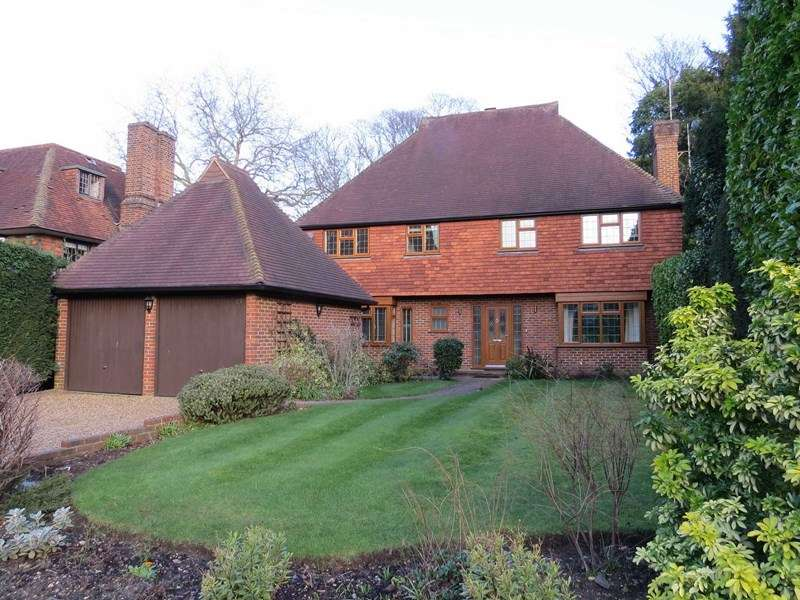 5 Bedrooms Detached House for sale in Clive Road, Esher