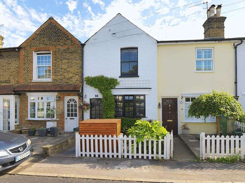 2 Bedrooms Terraced House for sale in Southbank, Thames Ditton, KT7