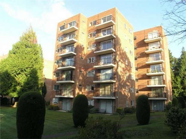 2 Bedrooms Flat for sale in Branksome Park, Poole