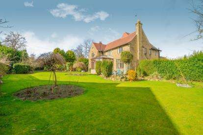 4 Bedrooms Detached House for sale in Rossefield Avenue, Huddersfield, West Yorkshire