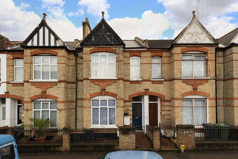 2 Bedrooms Ground Flat for sale in Doggett Road, Catford, SE6